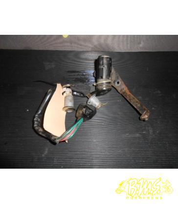contactslot 1 sleutel AGM v641 Retro 45km/u nFrame-nr-L5YACBPA3B1 Bouwjaar 17-11-2001 11922kmstand